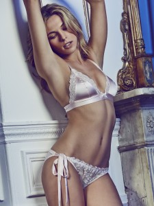 shortness-boudoir-bra